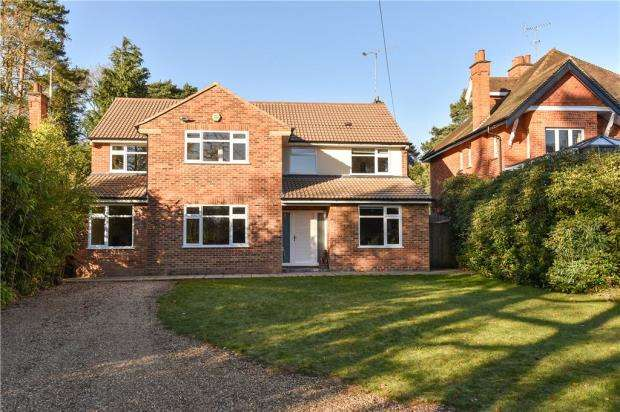 4 Bedrooms Detached House for sale in Claremont Avenue, Camberley, Surrey