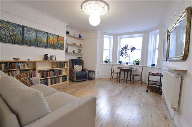 2 Bedrooms Flat for sale in Flat, Warrior Square, ST LEONARDS-ON-SEA, East Sussex, TN37 6BX