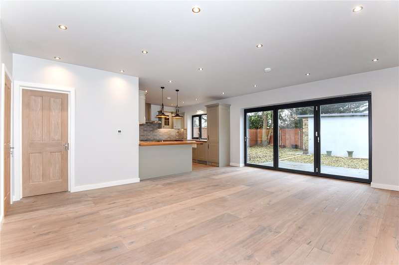 5 Bedrooms Detached House for sale in Walford Road, Uxbridge, Middlesex, UB8