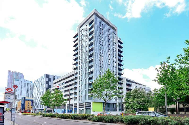 2 Bedrooms Flat for rent in Ward Road, Stratford, E15