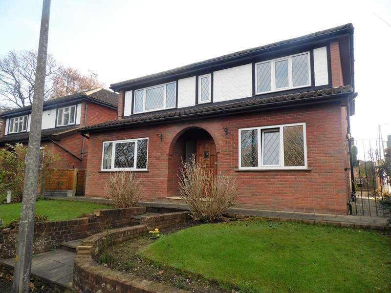 4 Bedrooms Detached House for sale in Lilyville Walk, Rayleigh