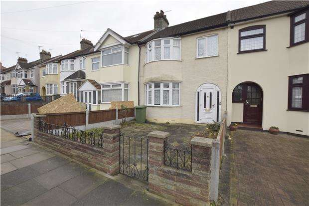 3 Bedrooms Terraced House for sale in Marshalls Drive, ROMFORD, RM1 4JT