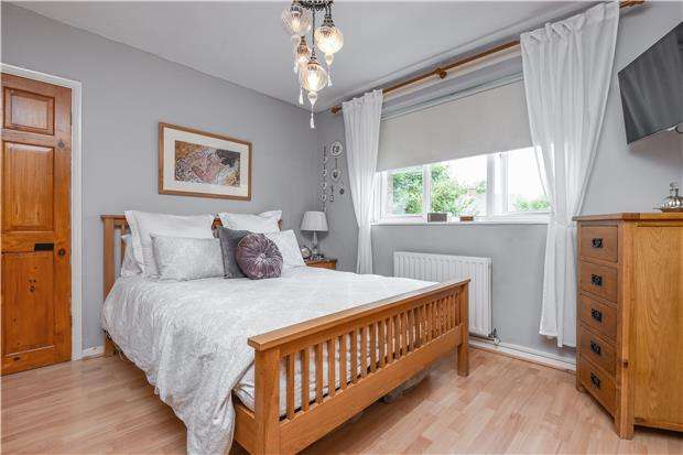2 Bedrooms Flat for sale in St. Anselms Court, Madeira Road, LONDON
