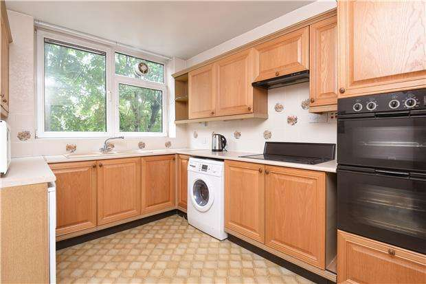 2 Bedrooms Flat for sale in Javelin Court, Streatham Common North, LONDON, SW16 3HL