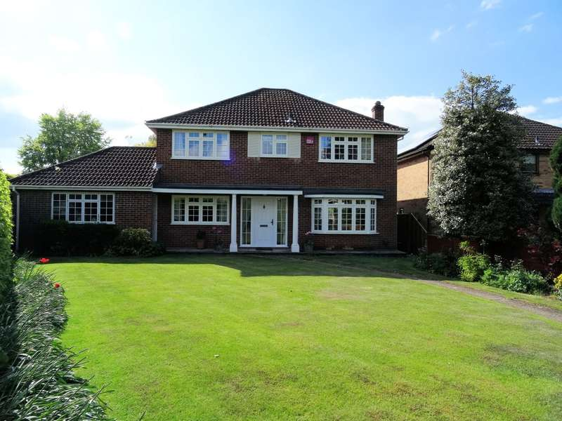 4 Bedrooms Detached House for sale in Kempshott Lane, Kempshott