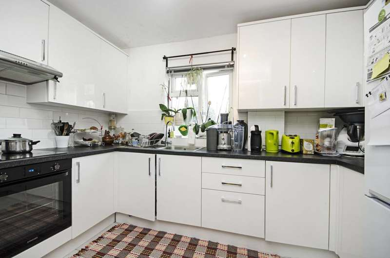 2 Bedrooms Flat for sale in Clitterhouse Road, Cricklewood, NW2