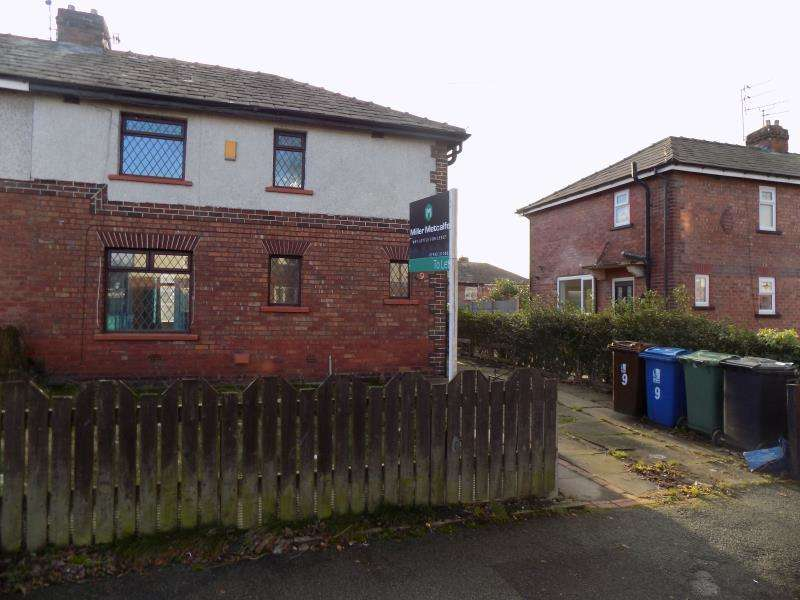 3 Bedrooms Semi Detached House for rent in Freshfield Avenue, M46