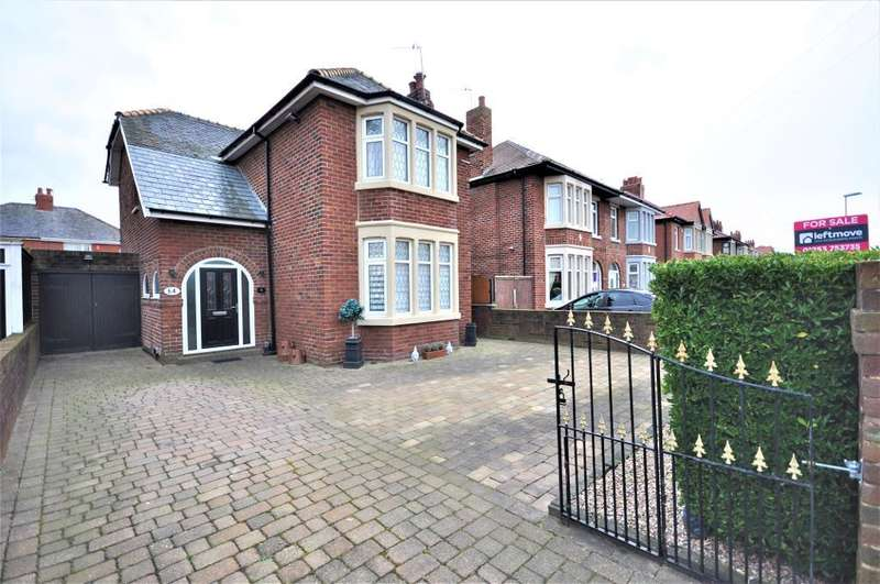 3 Bedrooms Detached House for sale in St Lukes Road, Blackpool, Lancashire, FY4 2EJ