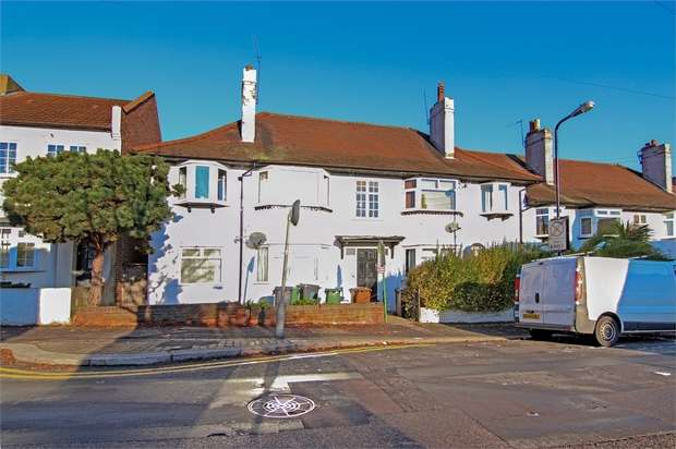 2 Bedrooms Flat for sale in Manor Road, Walthamstow, London