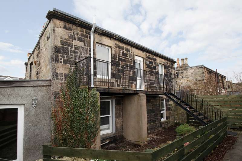 3 Bedrooms Flat for sale in Kinghorn Road, Burntisland, Fife, KY3 9JU