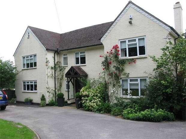 5 Bedrooms Detached House for sale in Titchfield Lane, Wickham, Fareham, Hampshire