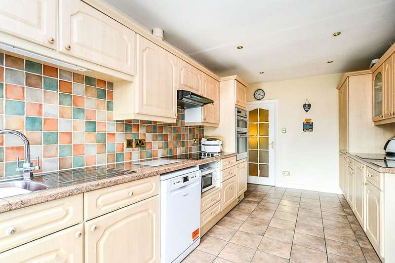 3 Bedrooms Detached Bungalow for sale in Ashly Court, St. Asaph, LL17