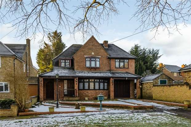 5 Bedrooms Detached House for sale in Woodstock Drive, Ickenham, Uxbridge, Greater London