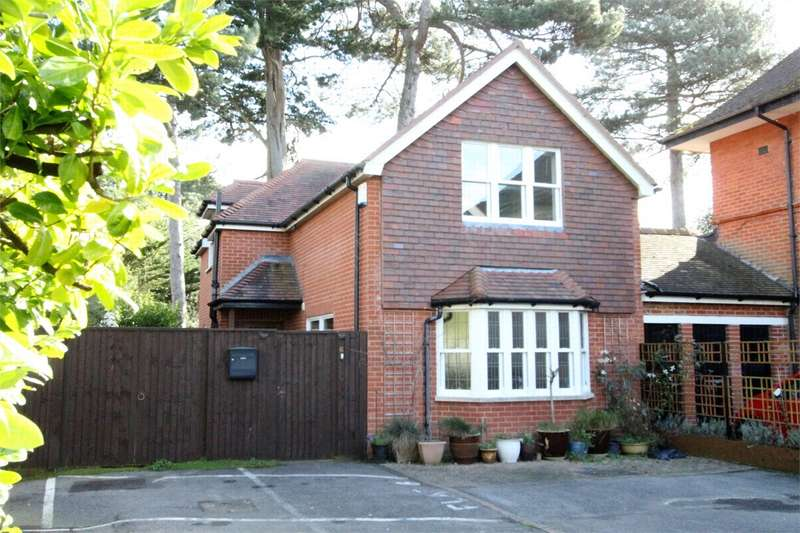 3 Bedrooms Detached House for sale in West Cliff, Bournemouth