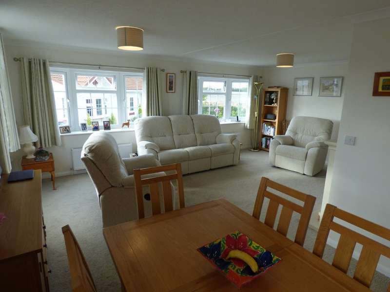 2 Bedrooms Park Home Mobile Home for sale in Spinney Close, Warwick