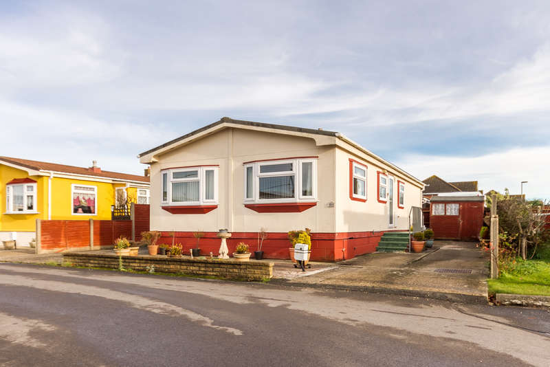 2 Bedrooms Mobile Home for sale in Barton-On-Sea, Hampshire