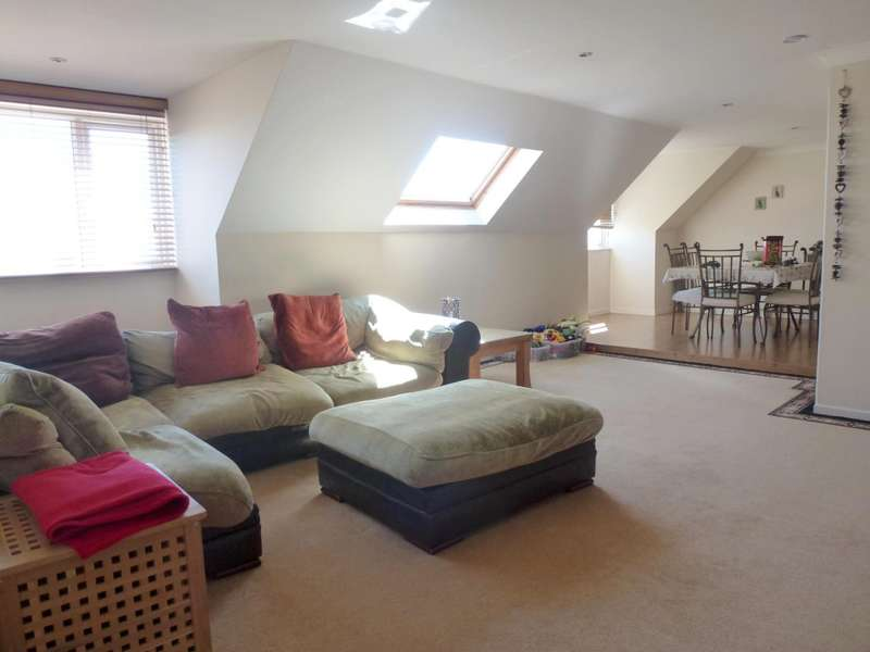 3 Bedrooms Flat for rent in Blakes Way, Eastbourne