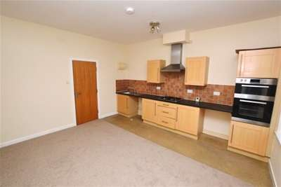 2 Bedrooms Flat for rent in Chesterfield Road, Dronfield, S18