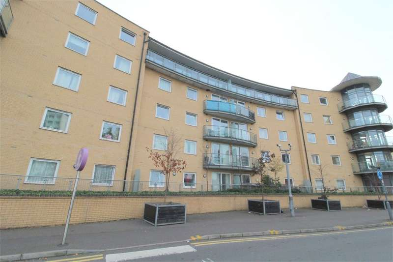 2 Bedrooms Apartment Flat for sale in Berberis House, Highfield Road, Feltham, TW13