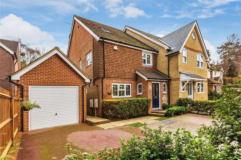 4 Bedrooms Terraced House for sale in Windrushes, Caterham, Surrey, CR3