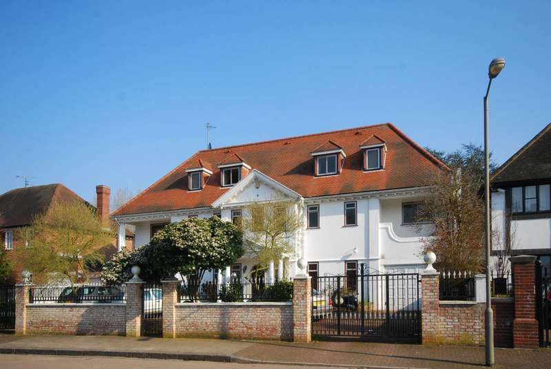 8 Bedrooms Detached House for sale in Roedean Crescent, Roehampton, SW15
