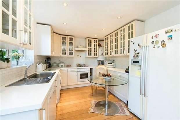 4 Bedrooms Detached House for sale in Norman Way, LONDON