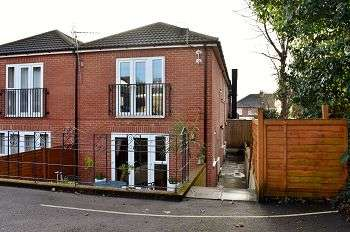 2 Bedrooms Flat for sale in Havant Road, Drayton, Portsmouth, PO6