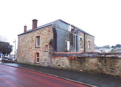 2 Bedrooms Flat for sale in Bodmin, Cornwall
