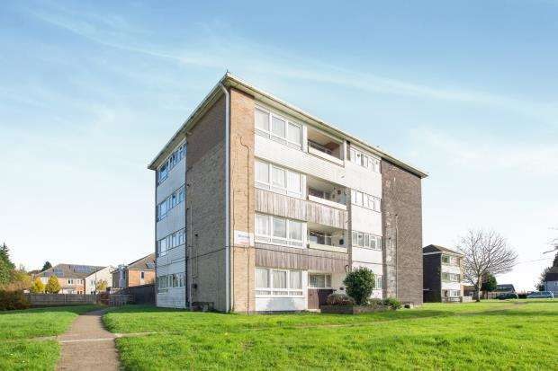 1 Bedroom Flat for sale in Broad Walk, Epsom, Surrey