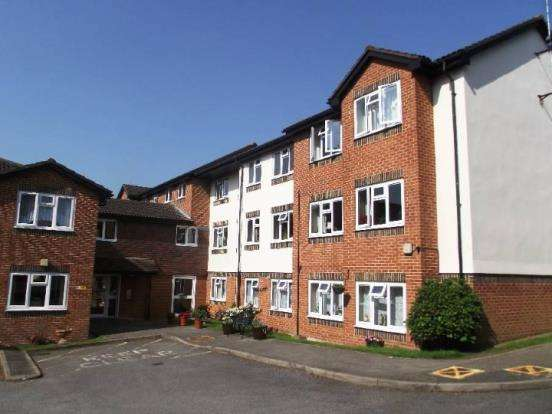 1 Bedroom Flat for sale in Clarence Road, Fleet, Hants