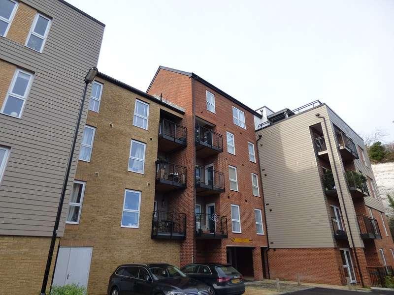 2 Bedrooms Flat for rent in Brunel Way, Havant