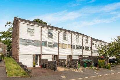 2 Bedrooms Terraced House for sale in Fields Court, Warwick, Warwickshire, .