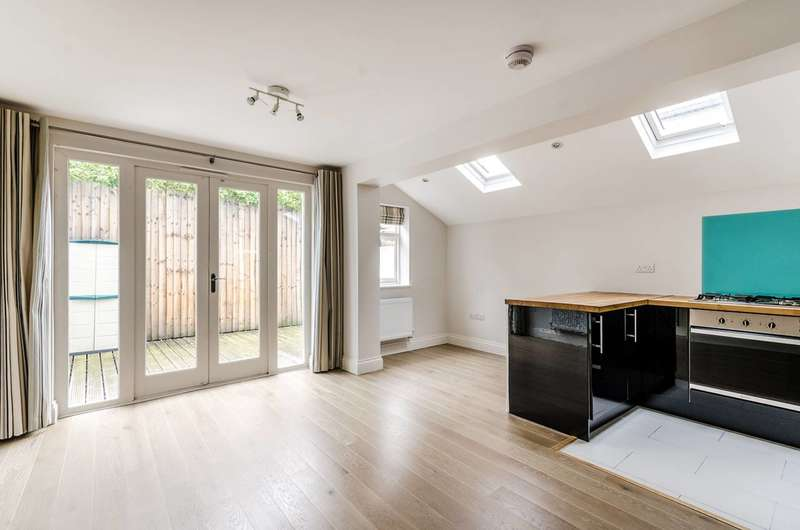 2 Bedrooms Flat for sale in Mendora Road, Fulham, SW6