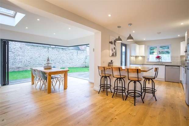 4 Bedrooms Detached House for sale in North Road