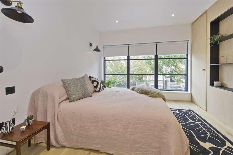 2 Bedrooms Apartment Flat for sale in Godolphin Road, Shepherd's Bush