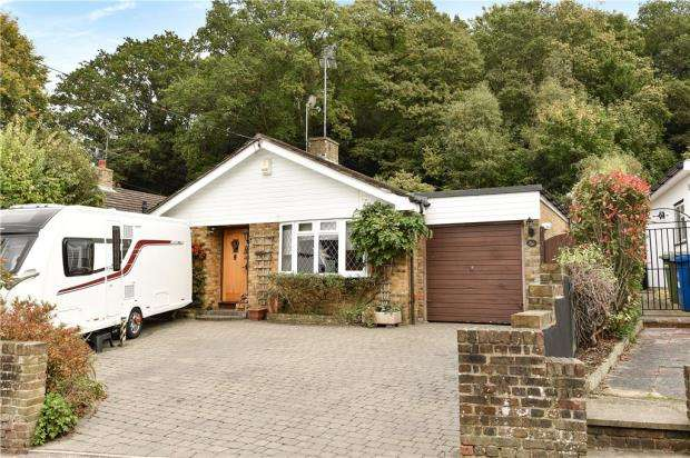 3 Bedrooms Detached Bungalow for sale in School Hill, Little Sandhurst, Berkshire