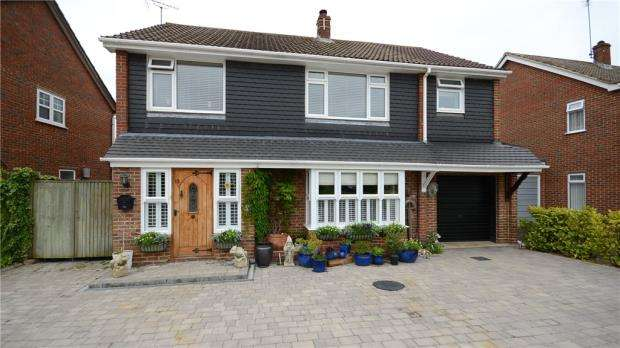 4 Bedrooms Detached House for sale in Walter Road, Wokingham, Berkshire