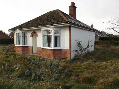 2 Bedrooms Bungalow for sale in Blackfield, Southampton, Hampshire