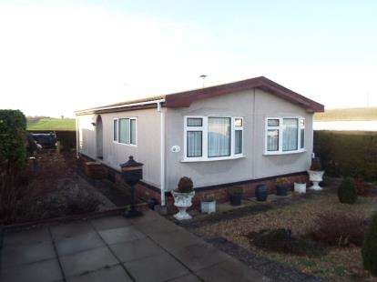 2 Bedrooms Mobile Home for sale in Haddenham, Ely, Cambridgeshire