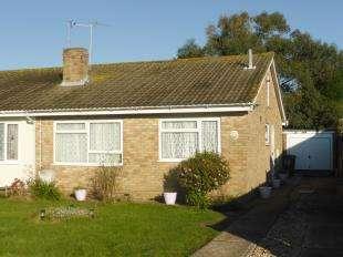 2 Bedrooms Bungalow for sale in Queens Road, Littlestone, Romney Marsh, Kent