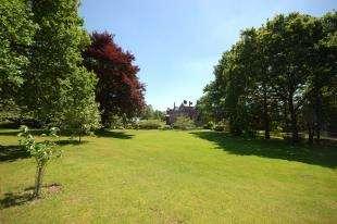 2 Bedrooms Flat for sale in Buckswood Grange, Grange Road, Uckfield, East Sussex