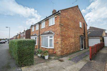 2 Bedrooms Semi Detached House for sale in Macaulay Road, Luton, Bedfordshire, England