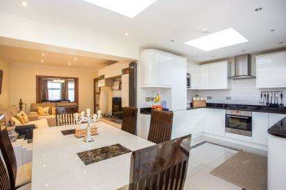 4 Bedrooms Semi Detached House for sale in Hicks Avenue, South Greenford, Greenford, Middlesex