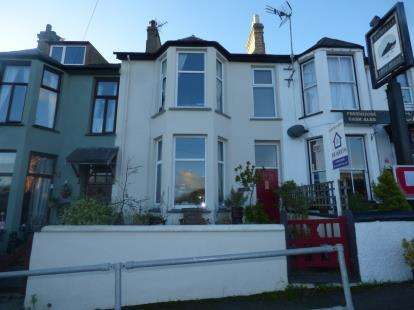 3 Bedrooms Terraced House for sale in Parciau Terrace, Criccieth, Gwynedd, LL52