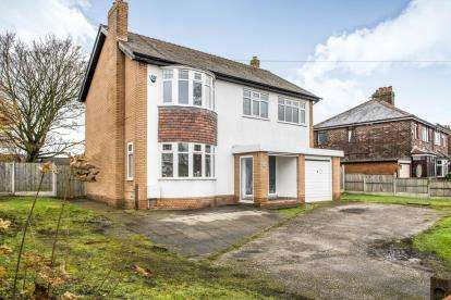 4 Bedrooms Detached House for sale in Lunts Heath Road, Widnes, Cheshire, WA8