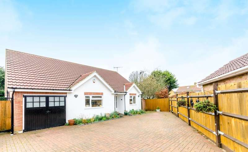 4 Bedrooms Bungalow for sale in May Close, Godalming, GU7