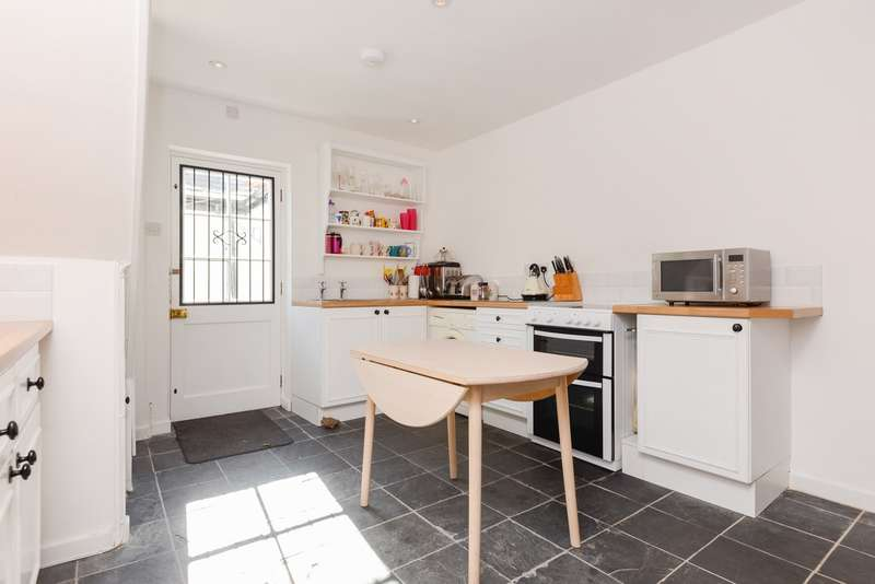 2 Bedrooms Terraced House for sale in St Dunstans Street, Canterbury, CT2