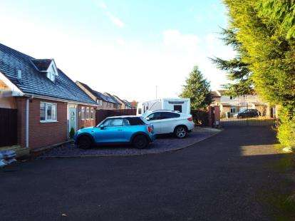 4 Bedrooms Detached House for sale in Lowes Court, Nicholas Road, Nottingham, Nottinghamshire