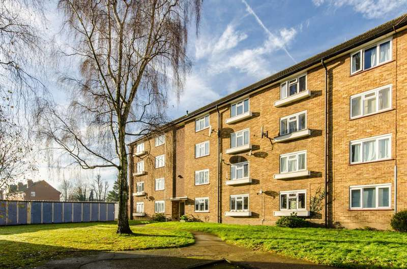 2 Bedrooms Flat for sale in Capel Close, Whetstone, N20