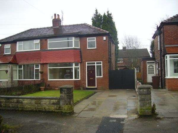 3 Bedrooms Semi Detached House for sale in Windsor Avenue, Whitefield, MANCHESTER, M45